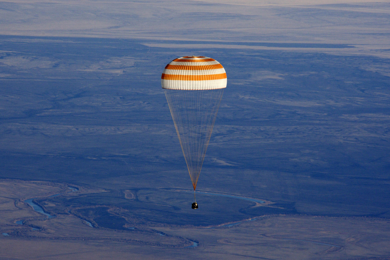 Холдинг «Ростеха» продемонстрировал новейшую парашютную систему для космических кораблей
