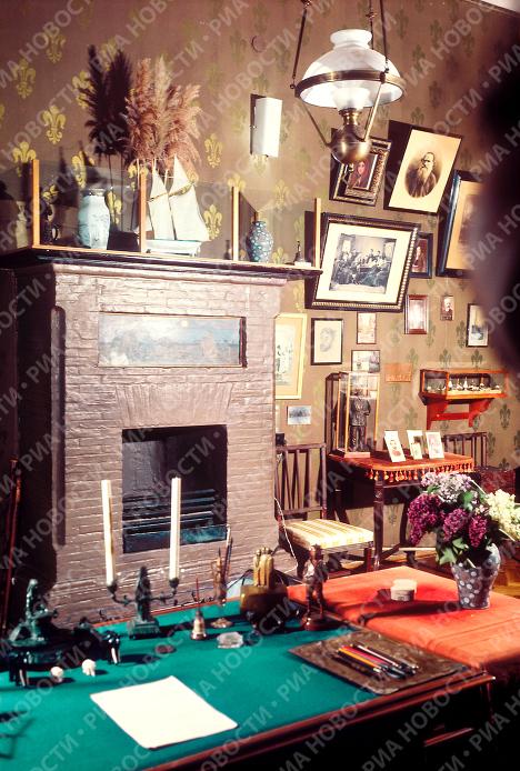 Рабочий кабинет А.Чехова в доме-музее в Ялте