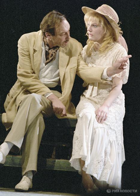 Янковский и Захарова в спектакле Чайка