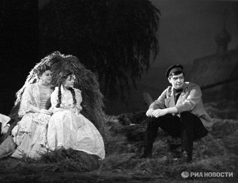 Сцена из спектакля Вишневый сад