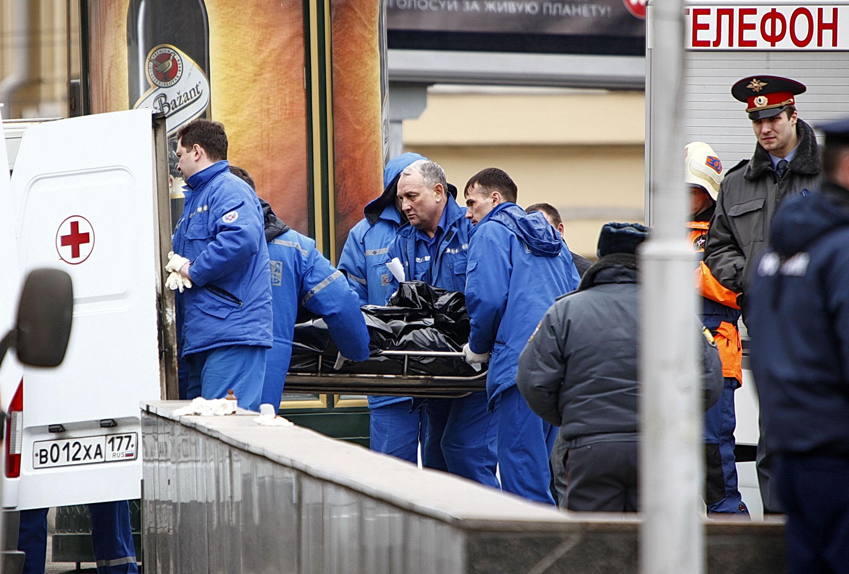 Работа спасателей у станции метро Лубянка