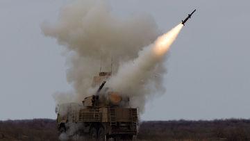 Пуск ракеты зенитно-ракетным комплексом Панцирь-С. Архивное фото