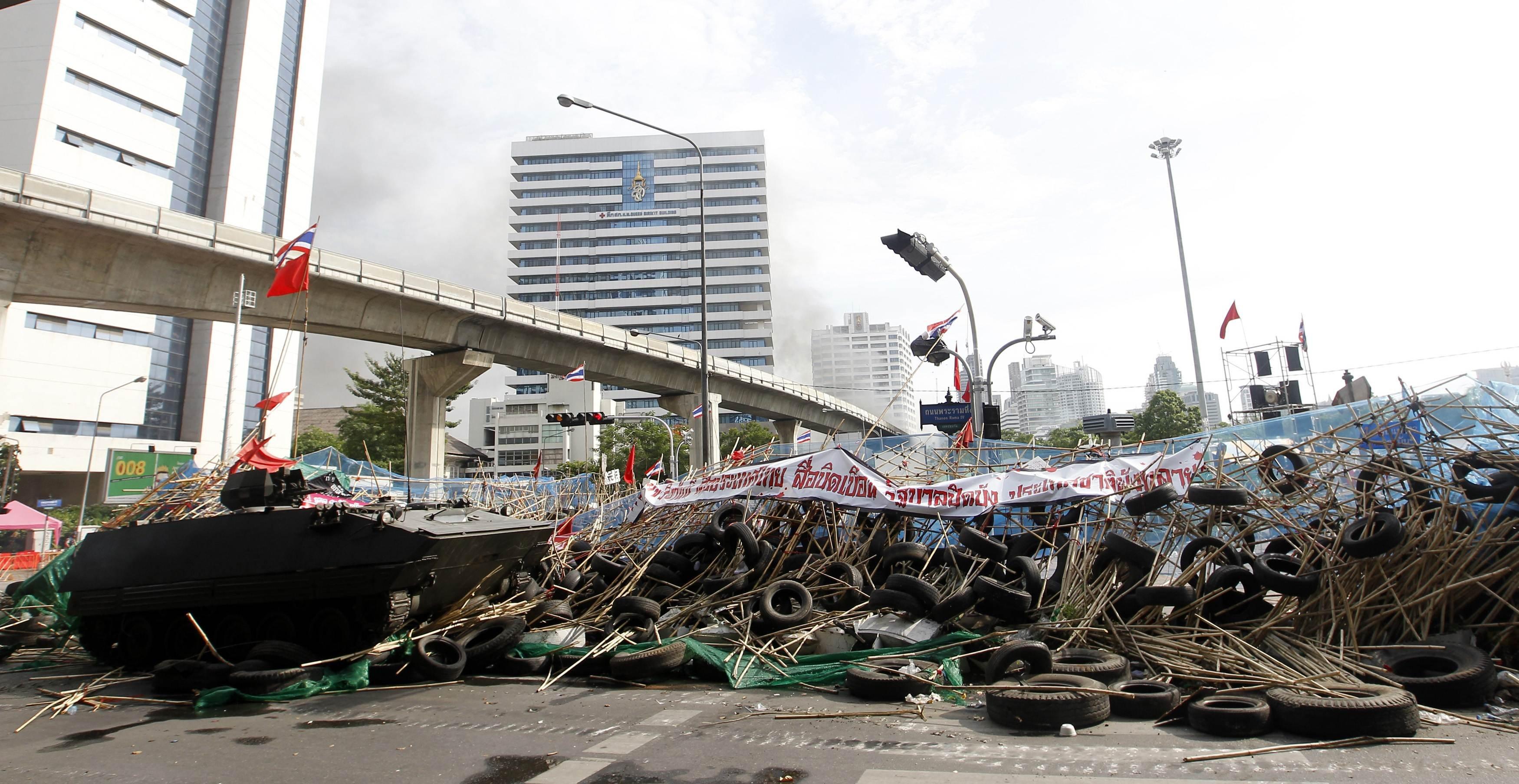 Тайские войска штурмуют лагерь краснорубашечников в Бангкоке