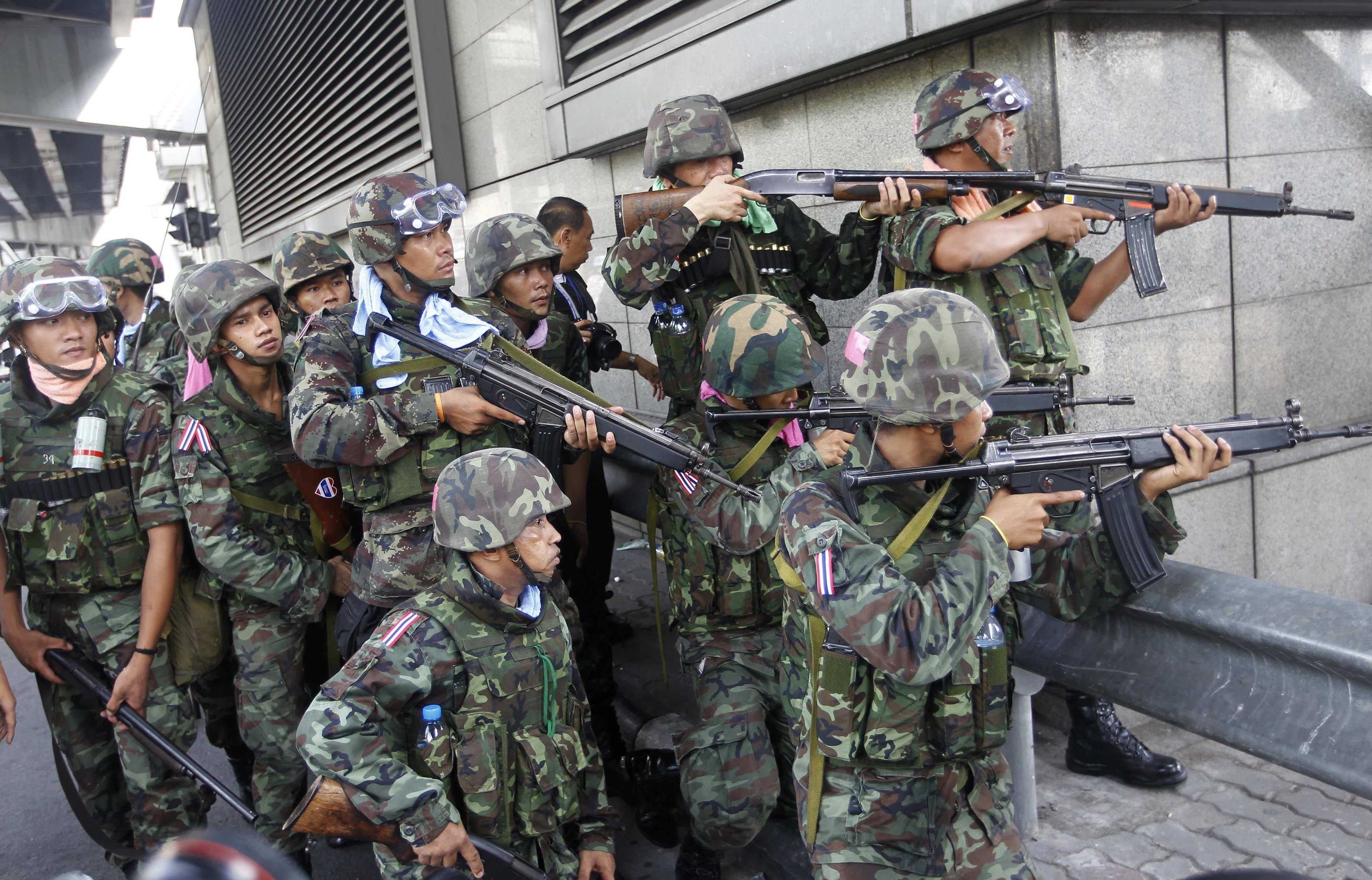 Тайские военные готовятся к штурму лагеря краснорубашечников в Бангкоке