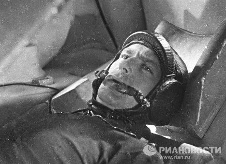 Космонавт Герман Титов во время подготовки к космическому полёту