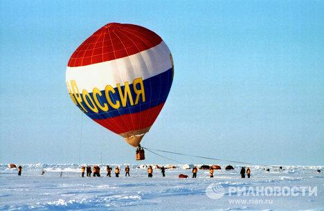 Экспедиция на Северный Полюс с участием туристов. Полет над торосами на воздушном шаре