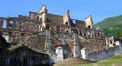 Полуразрушенный дворец Сан-Суси гаитянского короля Анри Кристофа