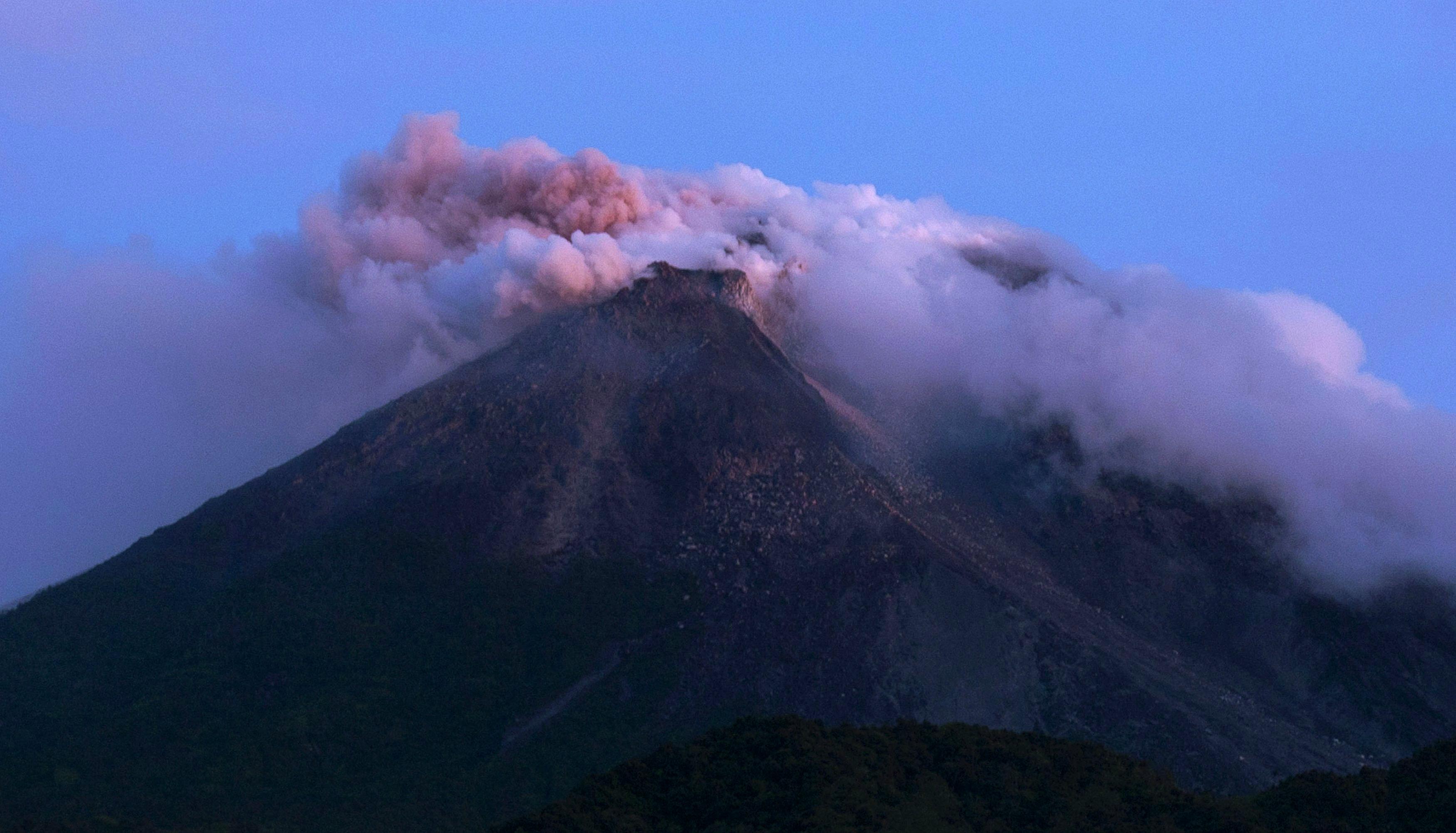Извержение вулкана Мерапи на острове Ява