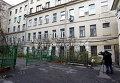 Двор дома 28 по Пятницкой улице, у которого был избит журналист Олег Кашин