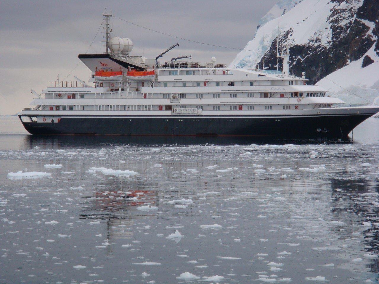 Круизный лайнер Clelia II