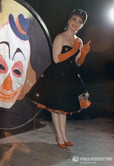 Актриса Т.Шмыга в оперетте Цирк зажигает огни