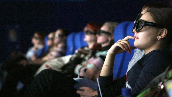 Зрители в кинозале IMAX