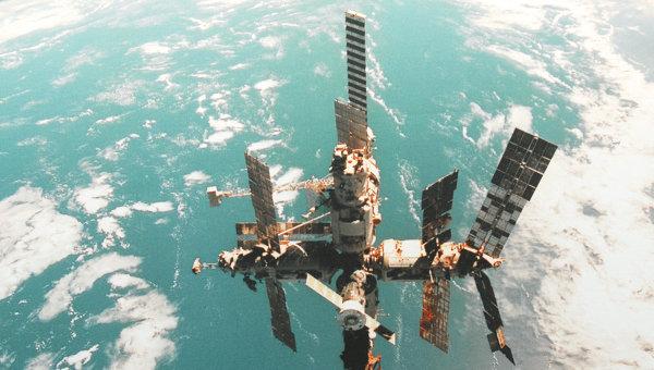 Репродукция с фотографии орбитальной станции Мир