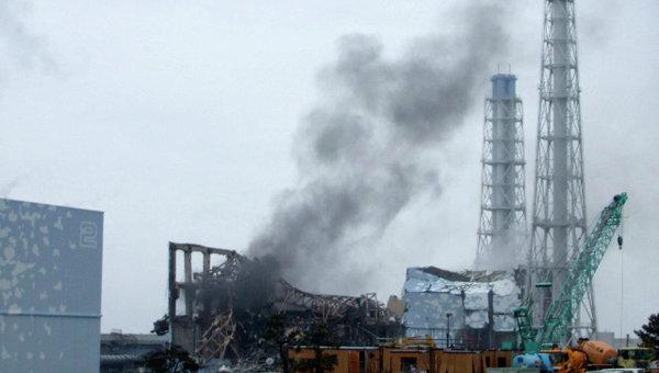 Дым над третьим блоком АЭС Фукусима-1