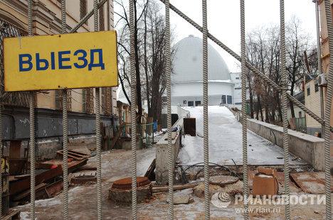 Здание Московского планетария, закрытое на реставрацию. 2008 год.