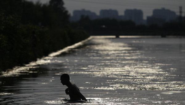 ВСтаврополье при попытке спасти брата утонула девочка