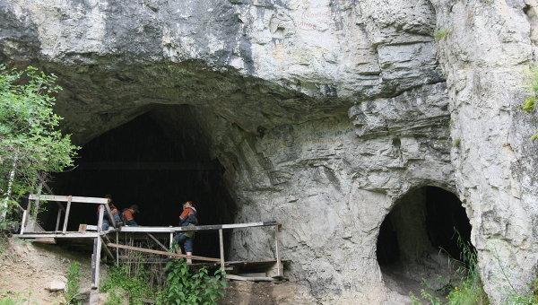 Археологические работы в Денисовой пещере в Солонешенском районе Алтайского края