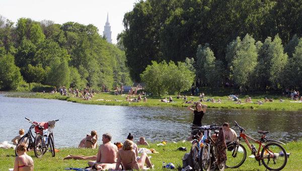Отдых в парках Москвы. Архив