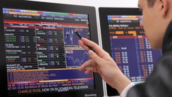 Работа Московской межбанковской валютной биржи (ММВБ). Архивное фото