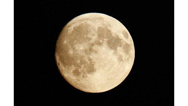 Удар астероида повернул Луну другой стороной к Земле - ученые