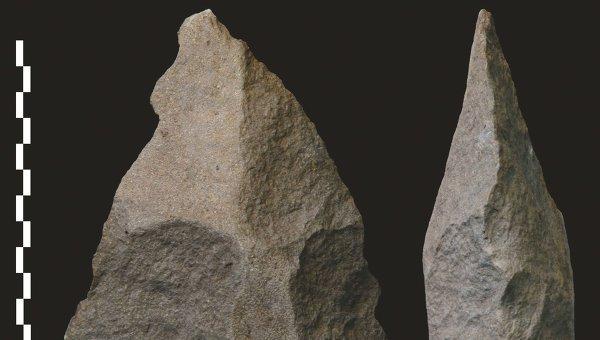 Лезвие каменного топора