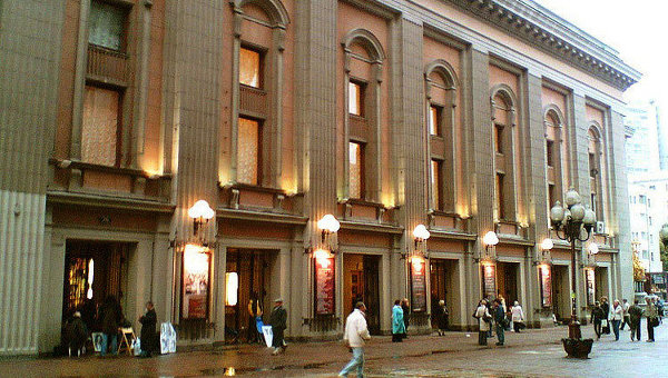 В прошлом сезоне и Римас Туминас - худрук Театра им. Вахтангова - позвал ставить Бутусова, чтобы в новом сезоне 2010 - 2011 года он выпустил премьеру по пьесе Шекспира «Мера за меру»