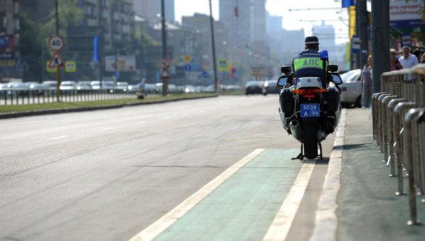 Выделенная полоса для велосипедистов в Москве. Архивное фото