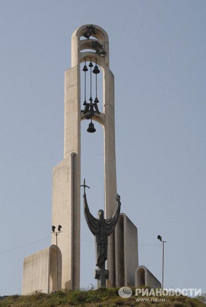Памятник Святой равноапостольной Нино в Грузии