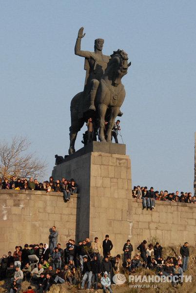 Памятник грузинскому царю Вахтангу Горгасали в Тбилиси скульптора Элгуджи Амашукели
