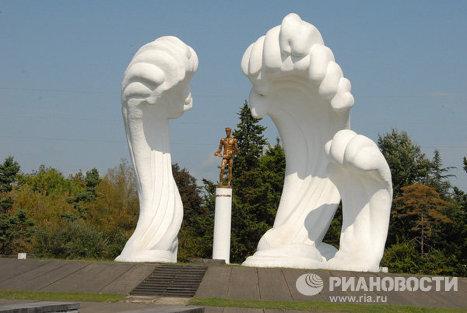 Памятник героям-морякам в городе Поти