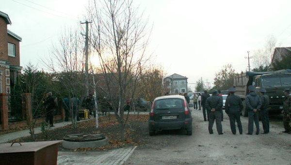 Место гибели 12-ти человек в кубанской станице Кущевская Краснодарского края и работы оперативных служб на месте трагедии.