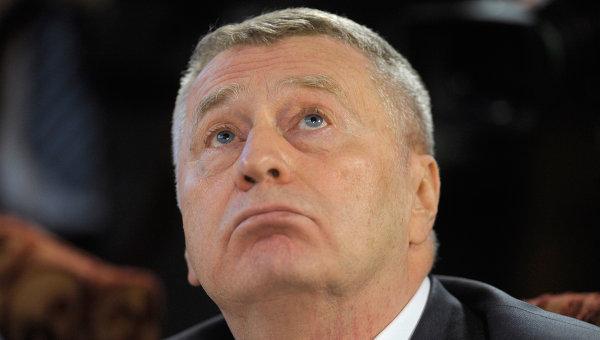 Жириновский пока не получил иск Лужкова, но планирует подать свой