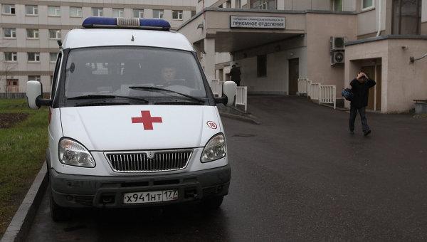 Машина скорой помощи у больницы в Москве. Архивное фото