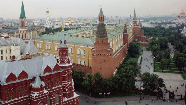 Вид на Государственный исторический музей и Московский Кремль, архивное фото