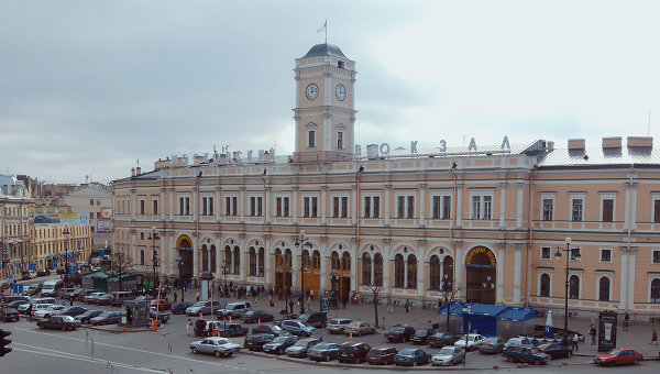 НаМосковском вокзале словили 16-летнюю девушку, сбежавшую изИванова вПетербург
