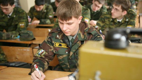 Курсанты в военных вузах. Архивное фото