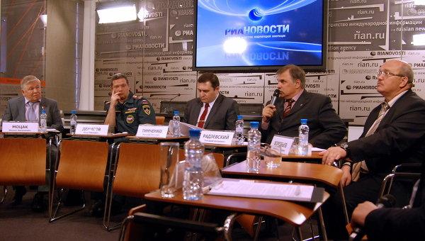 Участники круглого стола на тему: Пожары на флоте - удар по безопасности России