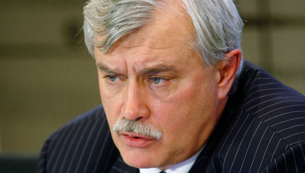 Георгий Полтавченко принимает участие в круглом столе в Северо-западном медиацентре РИА Новости.