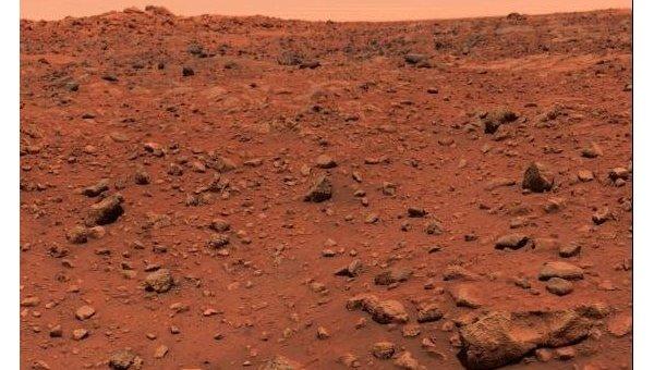 Первая цветная фотография поверхности Марса, сделанная «Викингом-1»