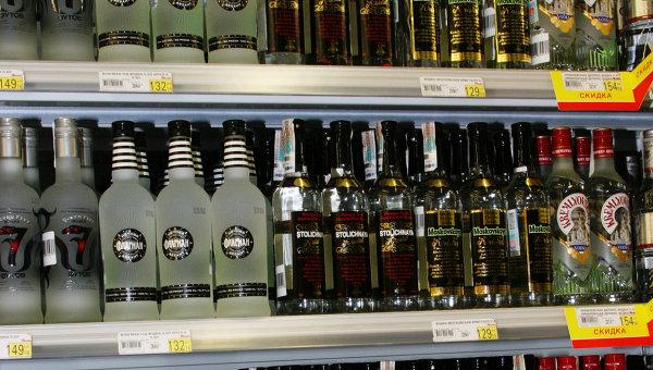 Алкоголь должен продаваться с инструкцией - главный нарколог РФ