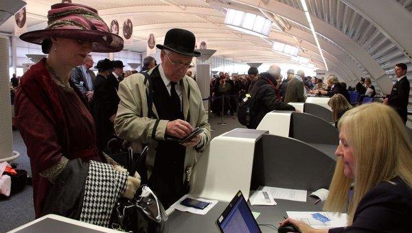 Пассажиры мемориального круиза на покупают билеты на лайнер Балморал