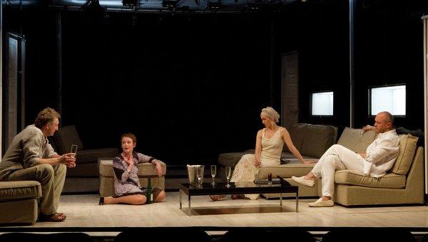 Сцена из спектакля Канкун в театре Приют комедианта