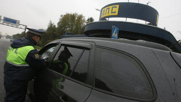 Проверка уровня тонирования стекол автомобилей. Архив