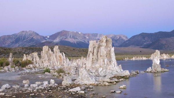 Соленое озеро Моно в Калифорнии