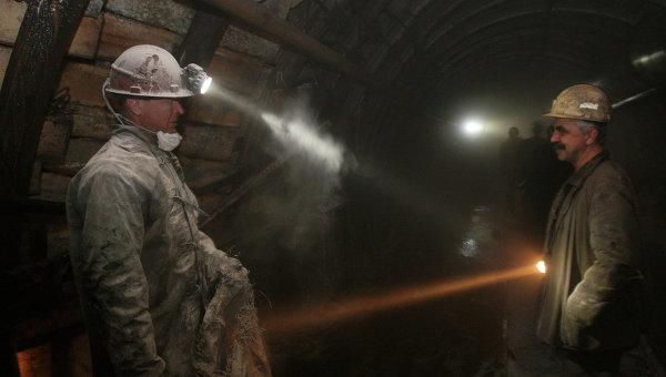 Работа шахтеров в забое. Архивное фото