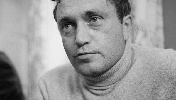 Писатель Василий Павлович Аксенов. Архивное фото