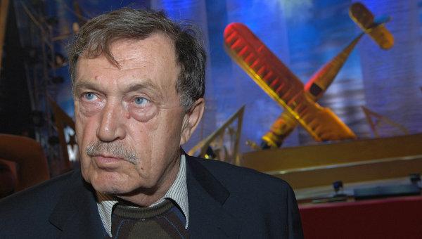 Аксенов - автор таких произведений, как Звездный билет, Апельсины из Марокко, Остров Крым, Ожог, Московская сага.