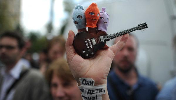 Акция в поддержку участниц панк-группы Pussy Riot в Москве. Архив