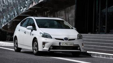2012 Toyota Prius Plug-in Hybrid. Архивное фото