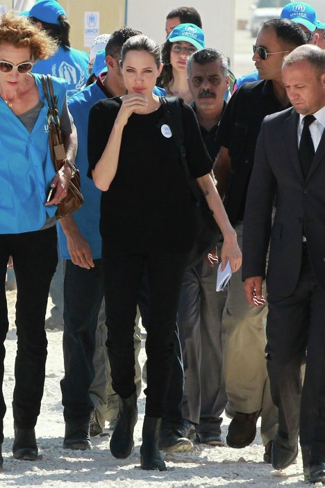 Посланник доброй воли ООН Анджелина Джоли прибыла в лагерь сирийских беженцев в Иордани